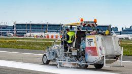 Markeiungsarbeiten auf dem Hamburger Flugplatz