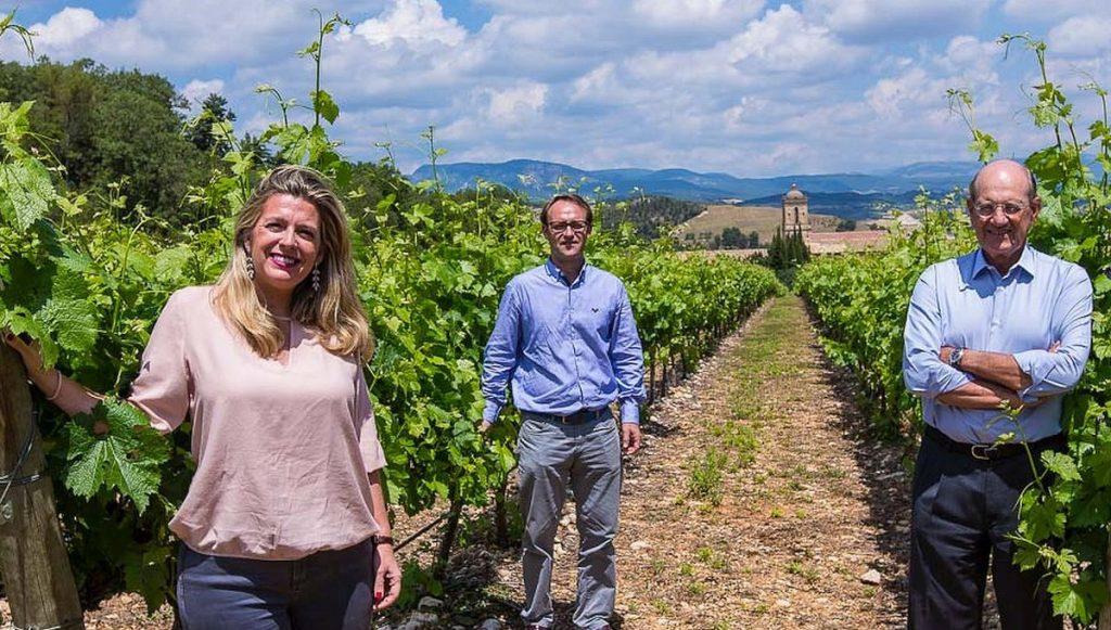 Familie Larrainzar in einem Weinberg von Navarra in Nordspanien