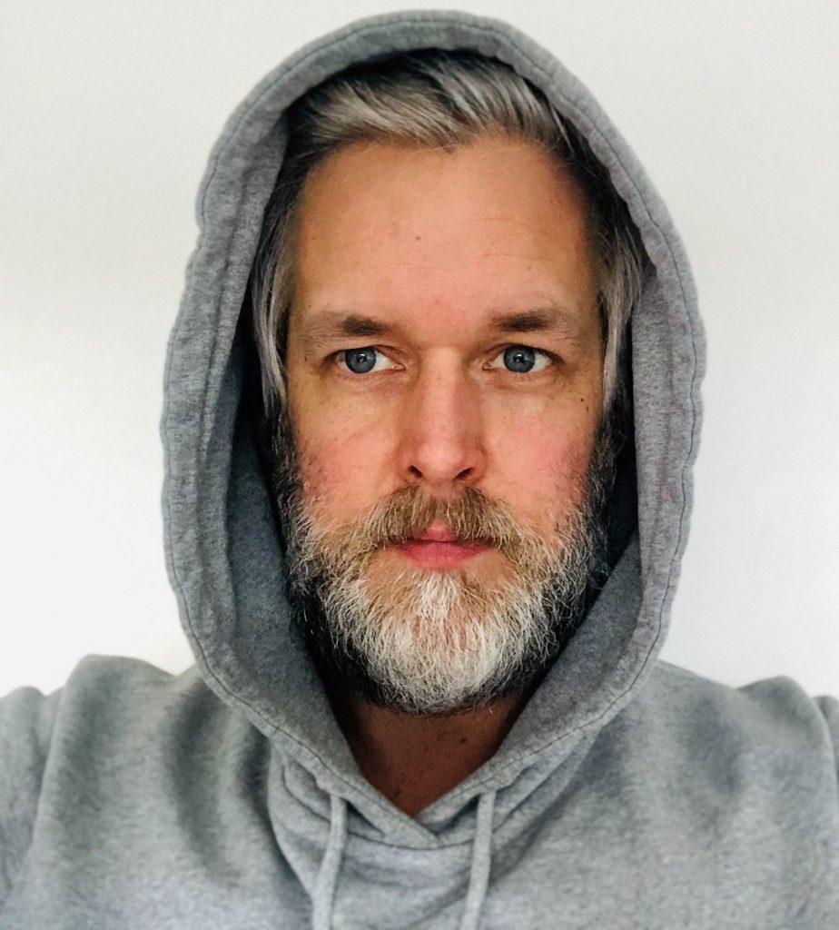 Marc Thoben im Hoodie