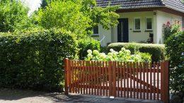 Vorgarten von einem Einfamilienhaus