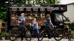 Alpenhain Foodtruck mit Radfahrern