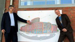 Ulf Harten und Karl-Friedrich enthüllen Bild in Bergedorf
