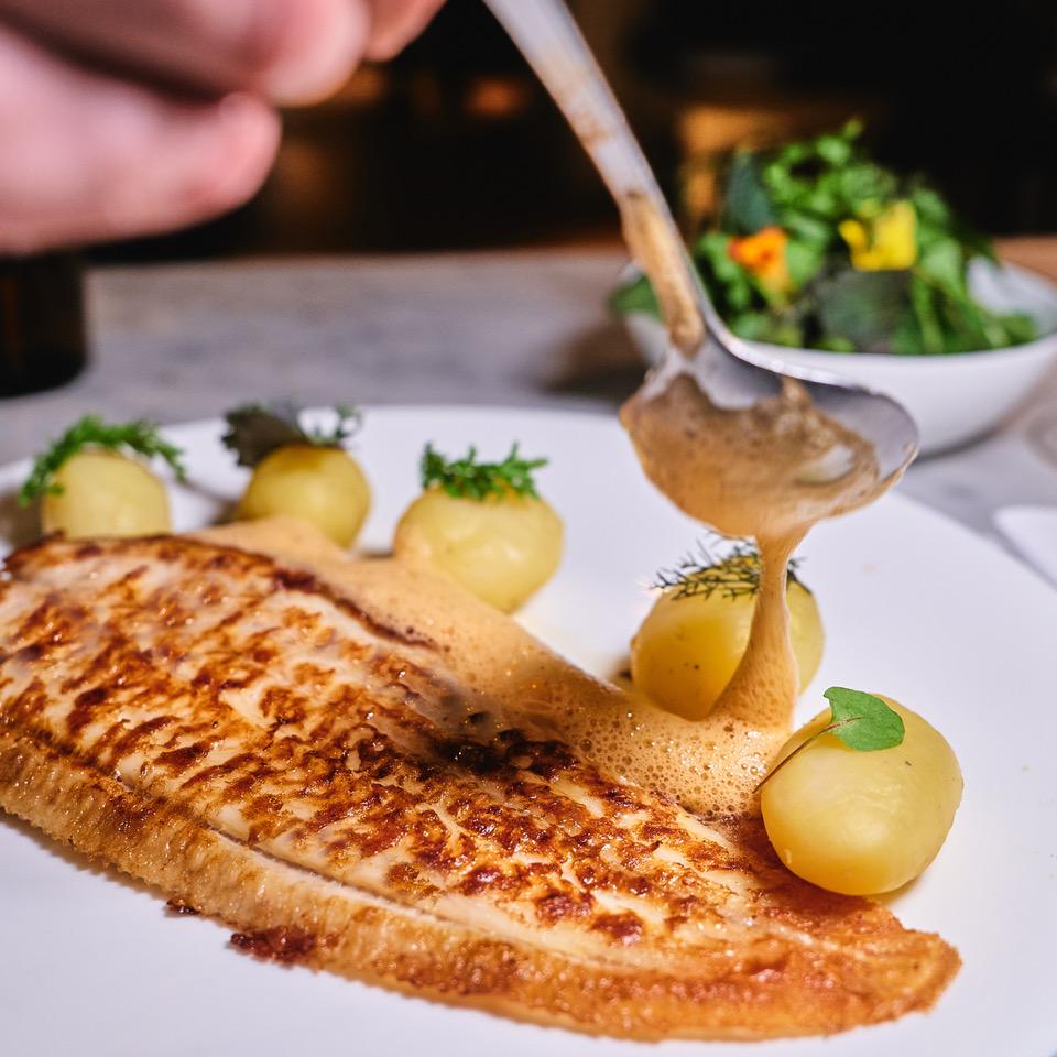 Fisch mit Soßenlöffel