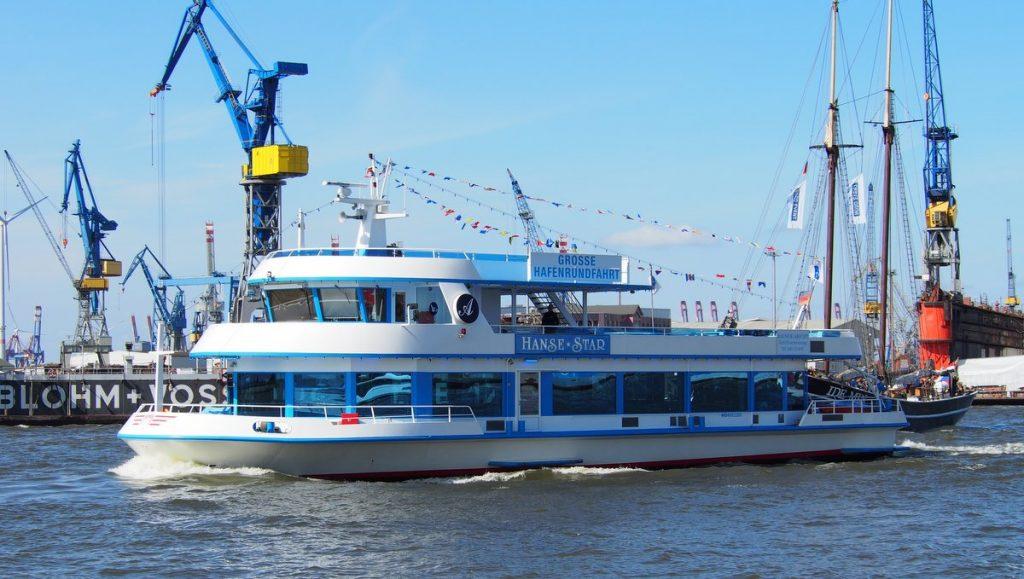 Hafentrundfahrt im Hamburger Hafen