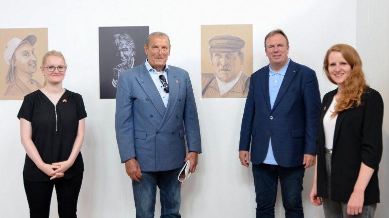 Im Museum Ballinstadt: Ausstellungseröffnung in der BallinStadt: Annett Bergk , Aale Dieter Volker Reimers und Monica Lierhaus (vl) Foto: BallinStadt