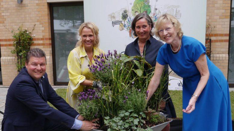 Gruppenaufnahme Eröffnung Hamburger Sommergärten