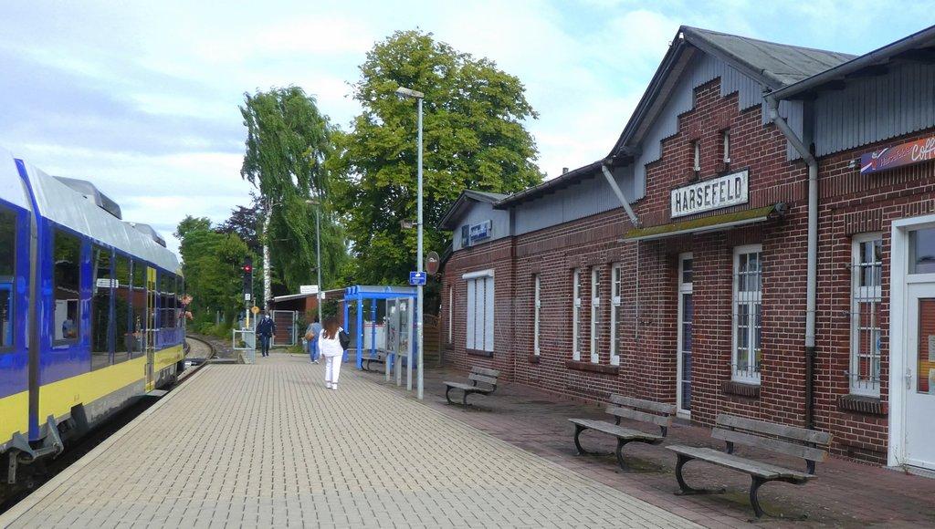 Bahnhof Harsefeld mit Zug