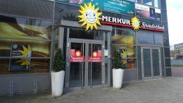 Eingang zu einem Merkur Casino in Emden