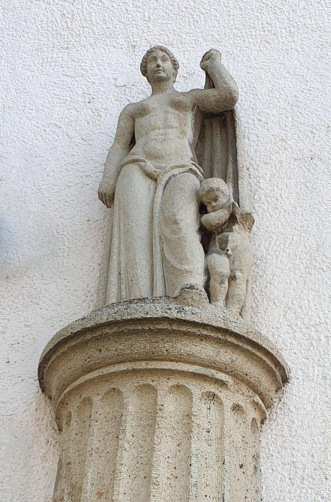 Stuckfigur Mutter mit Kind