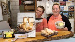 Bruno's Käseladen - Kim und Steffi hinter der Ladentheke