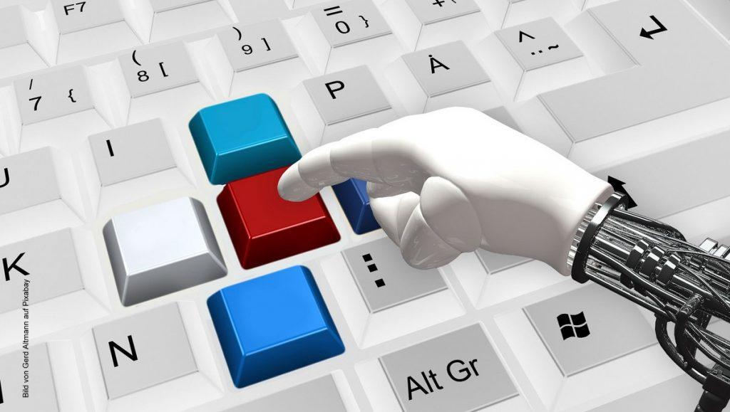 Tastatur mit Computerhand