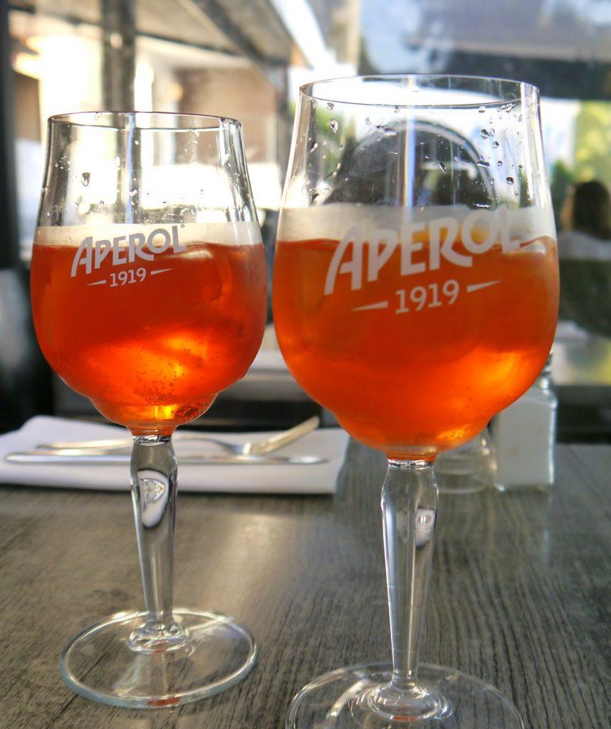 Zwei Aperol Gläser