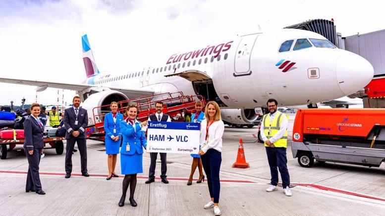 Offizielles Erstflugfoto der Crew Eurowings nach Valencia vom Airport Hamburg