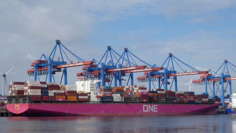 Containerschiff am Containerterminal Altenwerder in Hamburg wird entladen