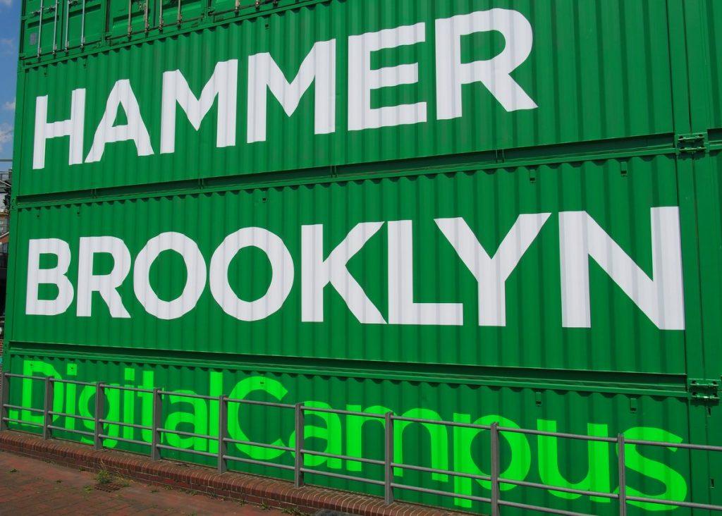 Hammerbrooklyn.Digital Campus aus Containern gebaut