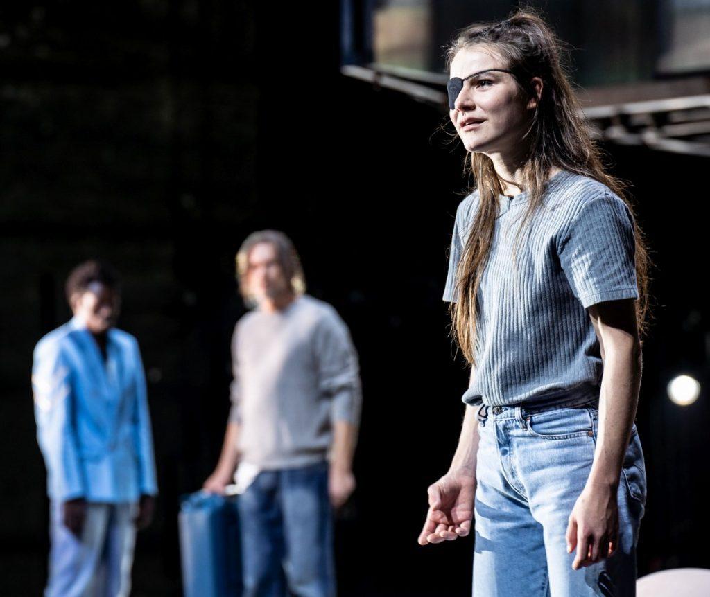 Die Schauspielerin Maike Knirsch im Thalia Theater auf der Bühne