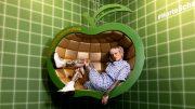 Jack Daniels Apple Installation mit Fotomodel