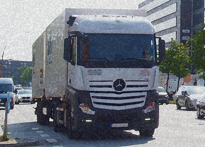 Weißer Lastwagen in Hamburg