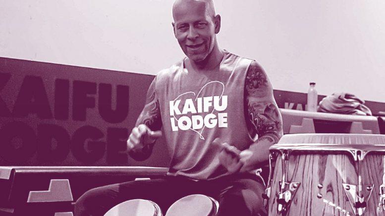 Fitness Work Outs mit Live Musik in der Kaifu Lodge - Trommler