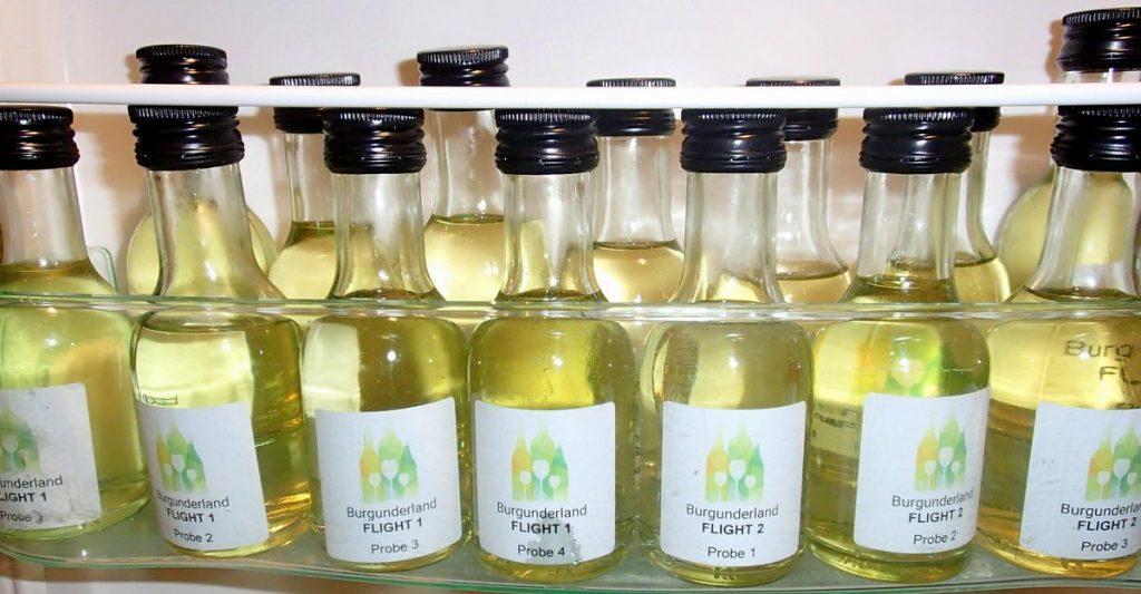 WEin-Probierflaschen im Kühlschrank
