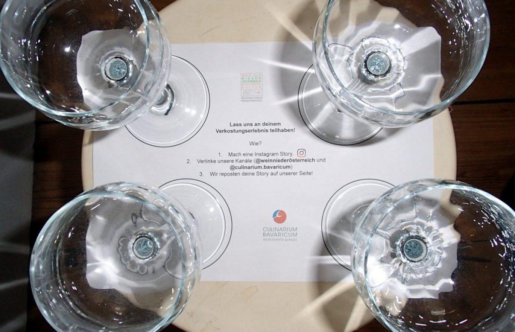 Mise an Place mit 4 Weingläsern