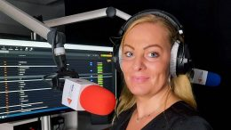 Eva Piorko am Mikrofon von AIDAradio