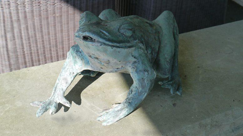 Ein Frosch für den Garten als Bronzefigur