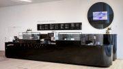 Großer Kaffeestand und Kaffeebar in der Elbphilharmonie in Hamburg