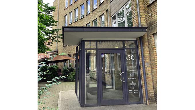Eingang zu einem Bürohaus in Hamburg Mundsburg