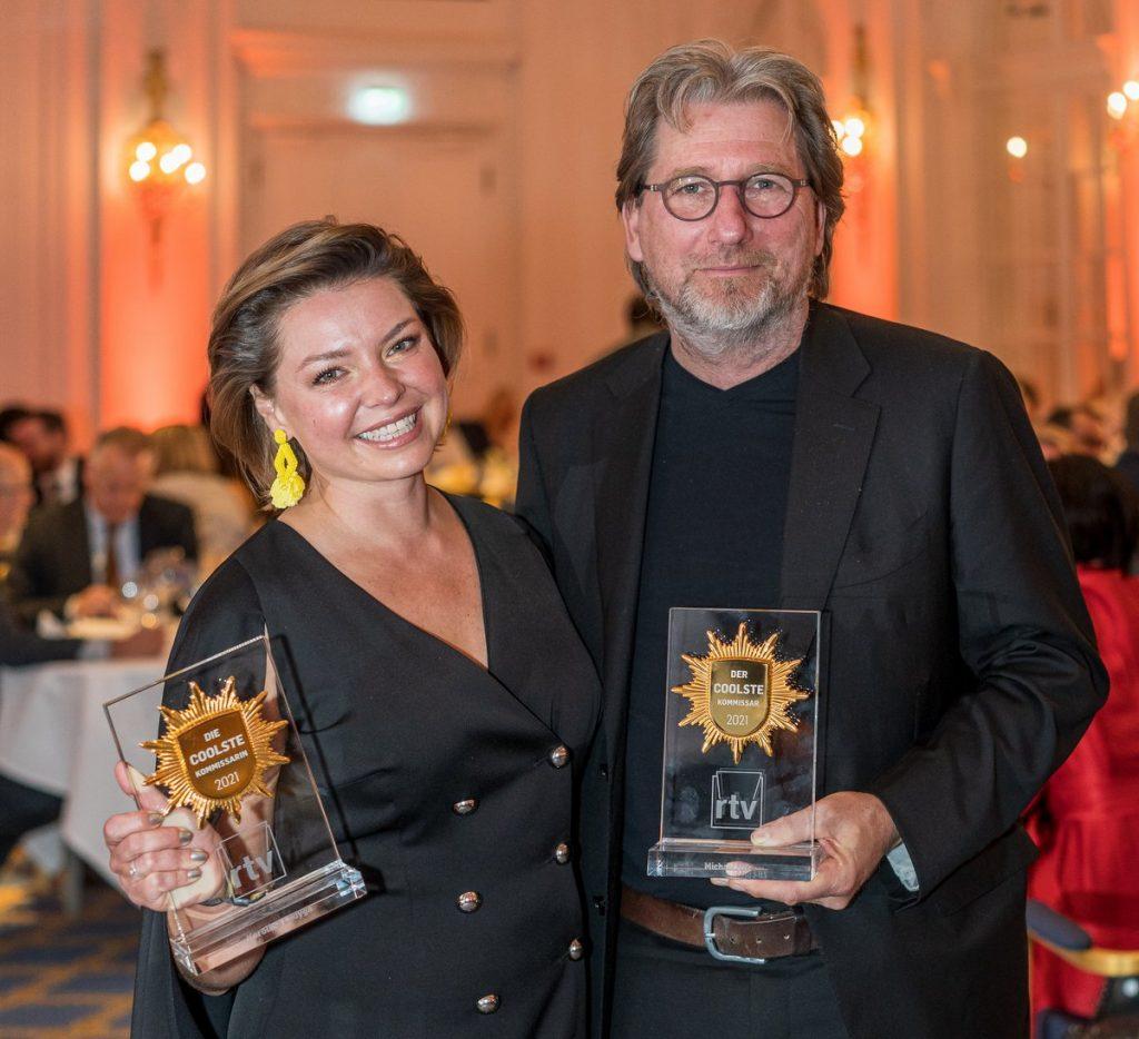 Karolina Lodyga und Michael Fritz  mit dem Preis Deutschlands coolster Kommissar 2021