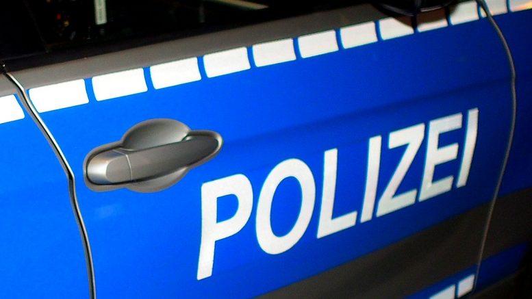 Tür einen Polizeiwagens mit Schriftzug
