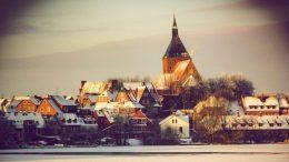 Winteransicht des Seehotel Schwanenhof in Mölln