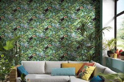 Wohnzimmer Tapete in Grün mit Sofa und Fenster
